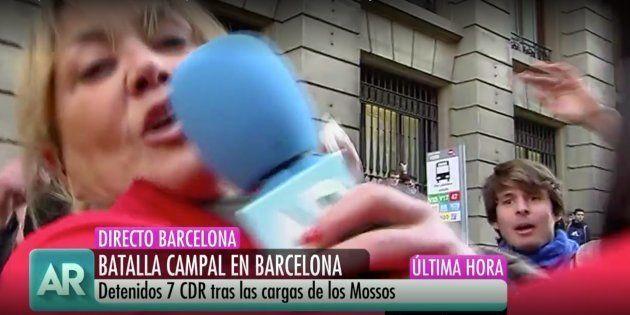 Reportera agredida en Barcelona envía un mensaje a su