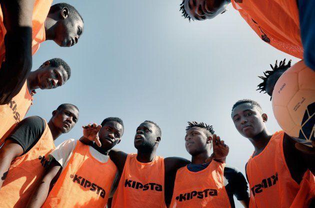 Un equipo con jugadores migrantes del Aquarius debuta en el torneo de