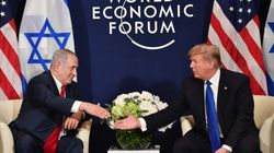 Trump chantajea a los palestinos con suspender las ayudas si no se sientan a