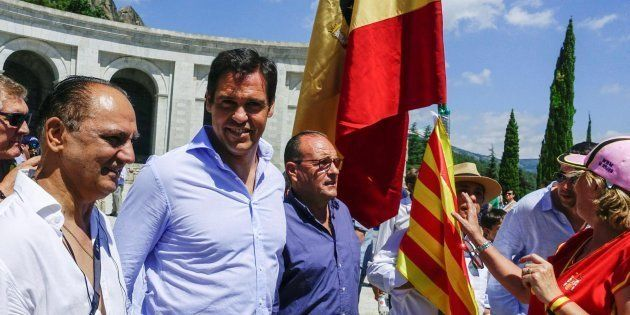 El contundente tuit de Mamen Mendizábal sobre esta imagen de Luis Alfonso de Borbón en el Valle de los