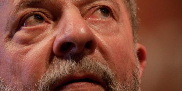Un juez ordena retirarle el pasaporte a Lula Da Silva y le prohíbe salir de