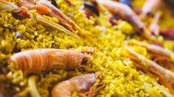 Unos 30 chefs internacionales hacen una paella solidaria para los migrantes en la frontera de
