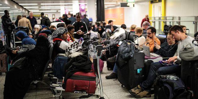 Un grupo de pasajeros, atrapados en Gatwick el pasado 21 de