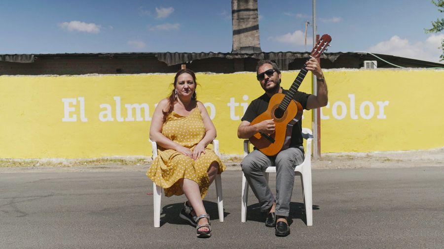 Paqui, inspiradora del proyecto, junto a Antonio Remache, autor de 'El alma no tiene