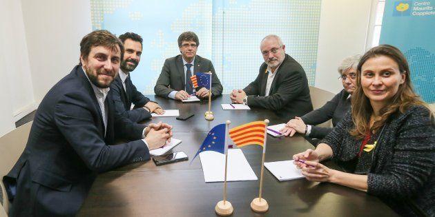 Tres de los diputados huidos a Bruselas renuncian a sus actas de