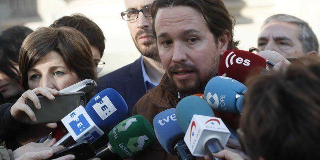La crítica de Iglesias contra la decisión del TC de impedir la investidura de Puigdemont que salpica...