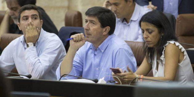Sergio Romero, Juan Marín y Marta Bosquet, en una sesión en el Parlamento