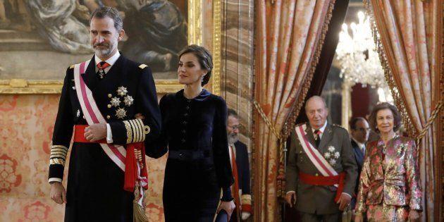El rey Felipe V, junto a la reina Letizia y los reyes eméritos, Juan Carlos y Sofía, en una imagen de
