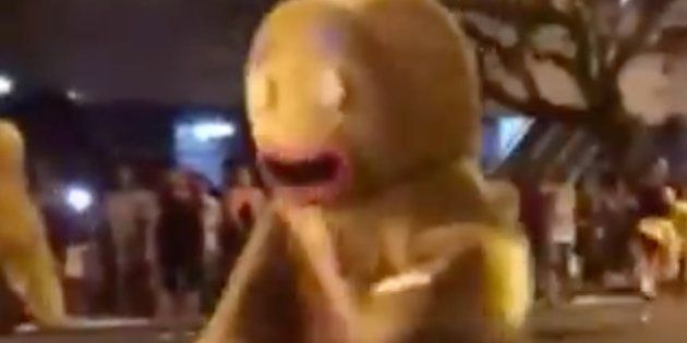 Caos en un desfile de Navidad: el motivo por el que este vídeo tiene ya más de 100.000 reproducciones...