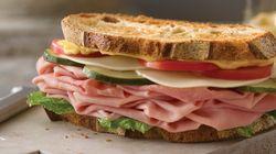 Cenar temprano disminuye el riesgo de sufrir cáncer de mama y de