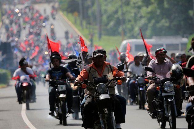 Partidarios del presidente de Nicaragua Daniel Ortega durante las protestas del