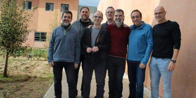 Foto cedida por Omnium Cultural, tirada em 1 de dezembro de 2018, dos catalães separatistas na prisão...