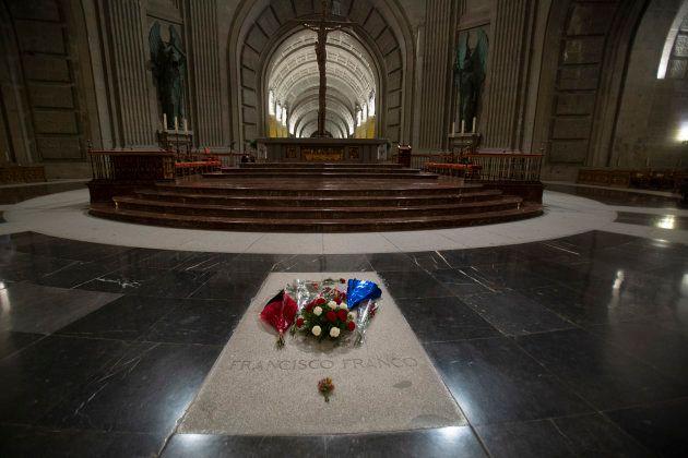 La tumba de Franco, llena de flores, el pasado 4 de