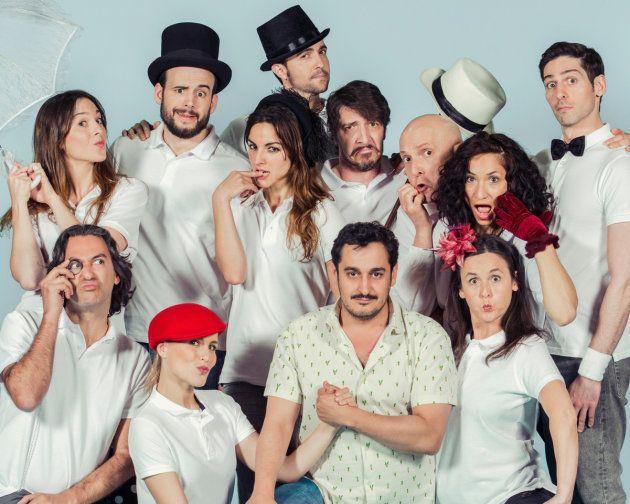 El elenco de Ding Dong con Gabriel Olivares el