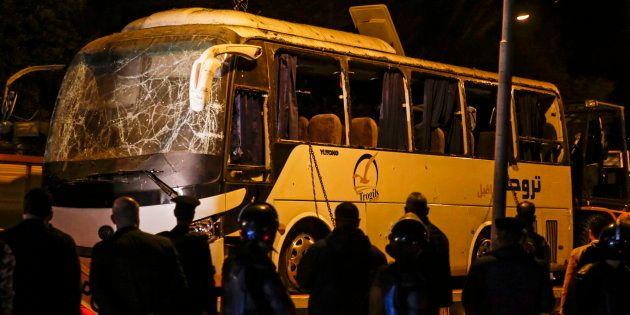 Al menos cuatro personas han muerto en una explosión en un bus en