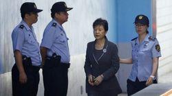 Ocho años de prisión para la expresidenta surcoreana Park por apropiarse de fondos del