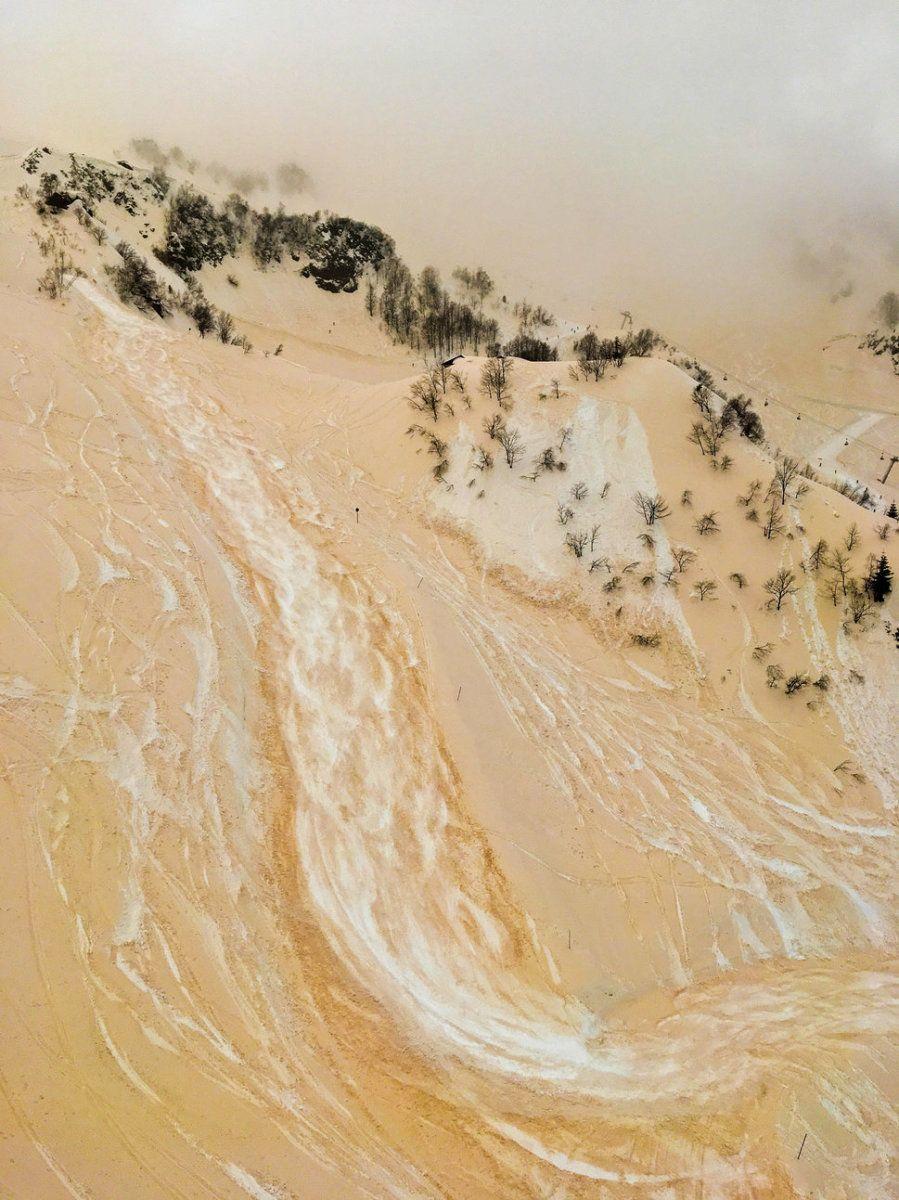 Segundo puesto. 'El río de arena y nieve'. Rosa Khutor Ski Resort, Sochi, Rusia. Con un iPhone