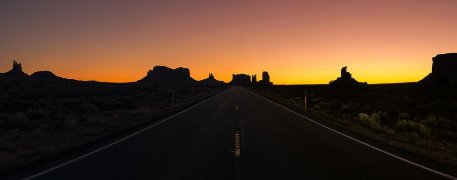 Tercer puesto. 'Amanecer en Monument Valley'. Oljato-Monument Valley, Utah (EE UU). Con un iPhone 7