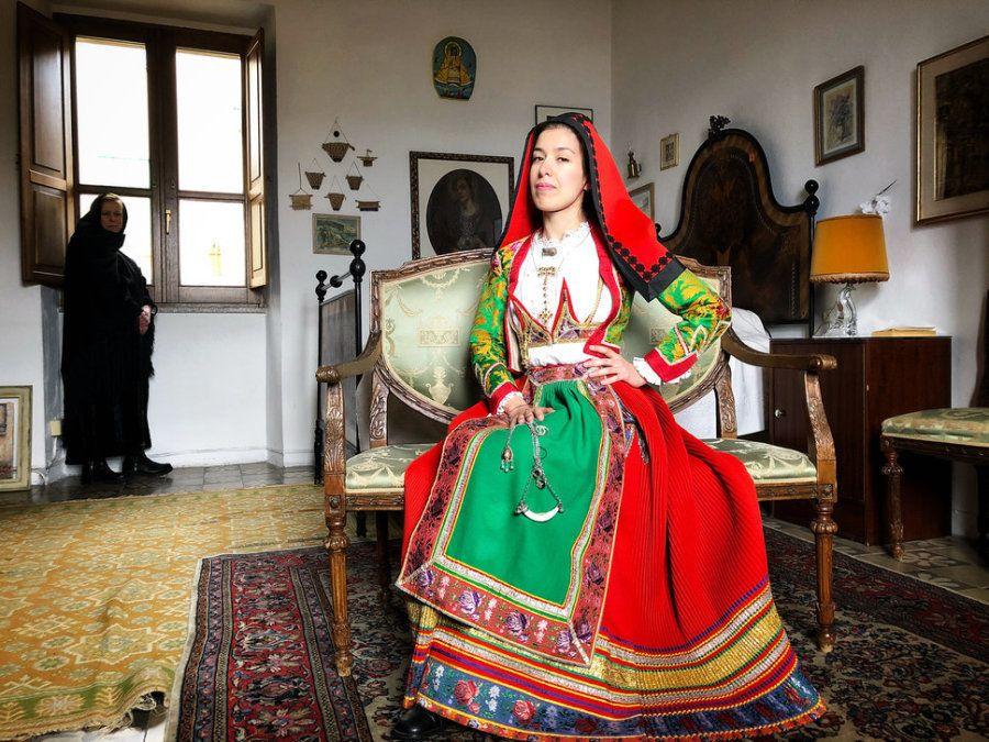 Tercer puesto. 'Mujeres de Gavoi'. Gavoi, Cerdeña, Italia. Con un iPhone