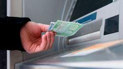 Una mujer devuelve al banco un millón que le habían ingresado por