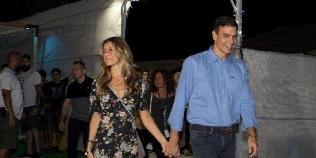 Pedro Sánchez y su mujer, a su llegada al