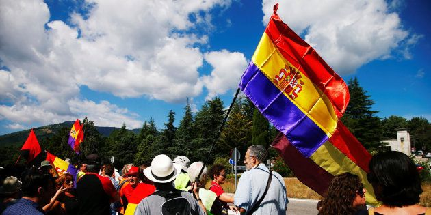 Cruce de insultos en una protesta republicana en el Valle de los