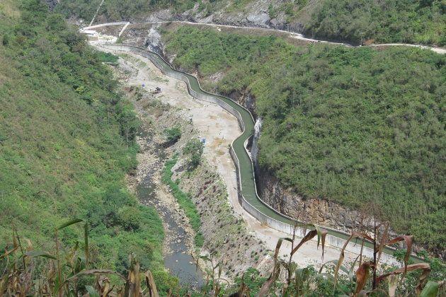 El río Cahabón, preso en un