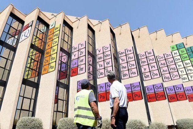 La tabla periódica más grande del mundo en la Universidad de