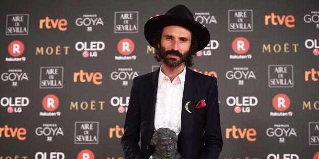 El cantante Leiva con el Goya a la mejor canción original por 'La