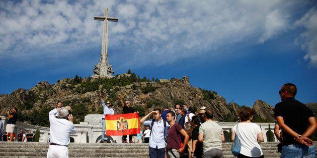 Franquistas protestan en el Valle de los Caídos por la decisión del Gobierno de exhumar los restos del