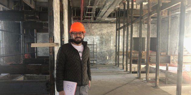 El arquitecto Ricardo Guzmán Farías en la obra de construcción de la nueva sede de la