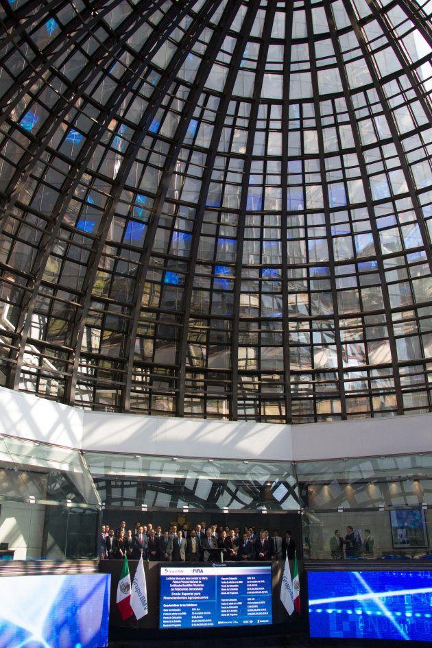Interior del edificio de la Bolsa Mexicana de Valores. FOTO: VICTORIA VALTIERRA