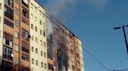 Tres muertos y 15 heridos en un incendio en una vivienda de