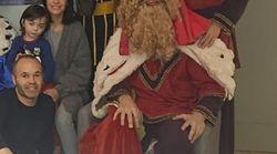La foto de Iniesta que más da que hablar por el peculiar Baltasar que aparece en