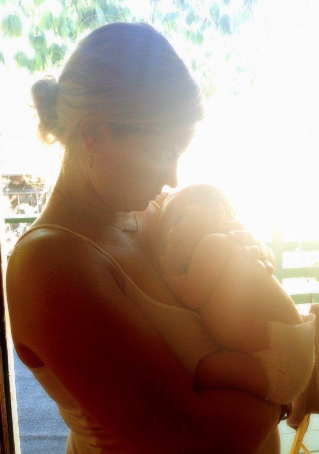 Una joven madre, en una imagen de