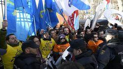Los trabajadores de Alcoa recrudecen su protesta en