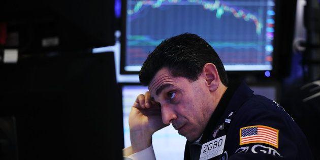 Un trader en el parqué de la Bolsa de Nueva