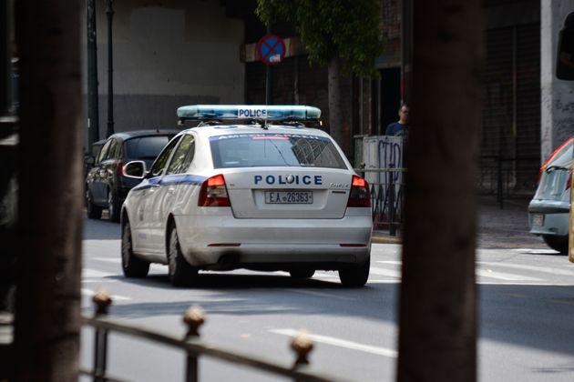 Έφοδος της ΕΛ.ΑΣ. στο υπουργείο Μεταφορών: Διανομή διπλωμάτων οδήγησης