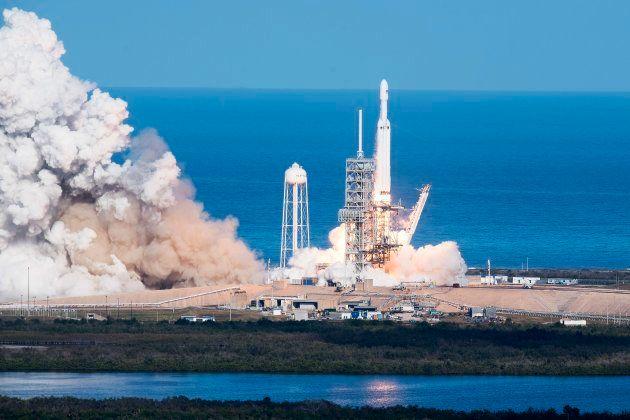 SpaceX lanza al espacio el cohete más potente del