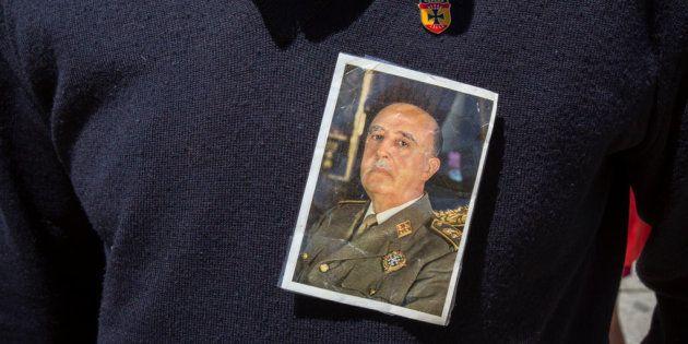 Al 41% de los españoles le parece bien que se saque a Franco del Valle de los Caídos y al 31% le es