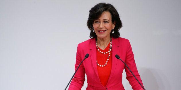 Ana Botín, presidenta de Santander, en una rueda de prensa tras la compra de Popular. REUTERS/Juan