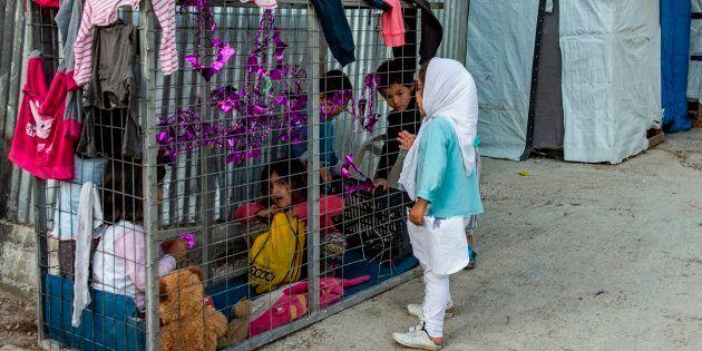 Niños en el campamento de refugiados de Moria, en