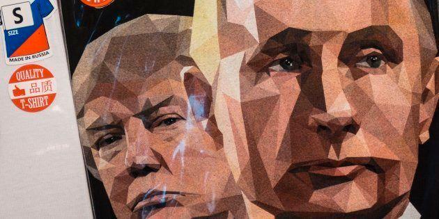 Una camiseta con los rostros de Putin y Trump y el