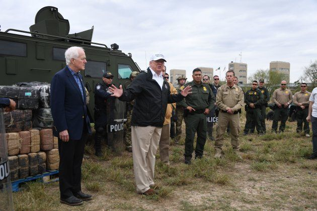 Trump llega a la frontera de México para insistir en la construcción del