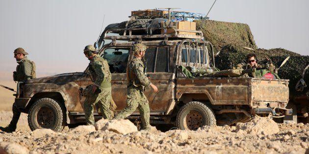 Fuerzas occidentales, lideradas por EEUU, desplegadas en Ain Issa, Siria, a inicios de noviembre de