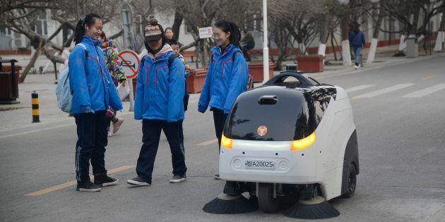 Un robot limpiador equipado con Inteligencia Artificial en Hohhot, China, el pasado 9 de