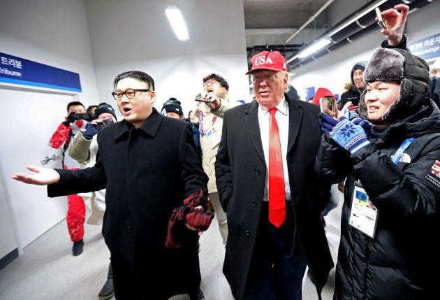 Dos personas que interpretan a Donald Trump y Kim Jong son escoltados fuera de la ceremonia