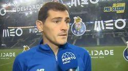 Cachondeo con lo que hace Casillas en esta entrevista en
