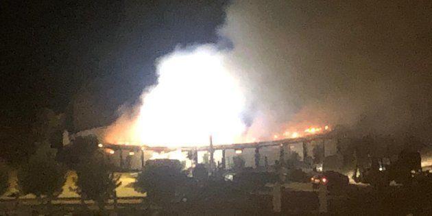Imagen del incendio en la pequeña plaza de
