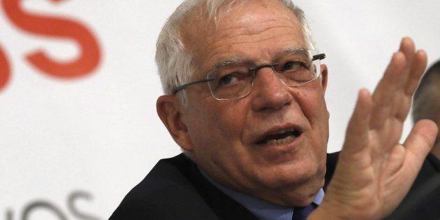 Josep Borrell durante un desayuno